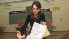 A votar. María Eugenia Bielsa sufragó en Rosario, y por la tarde viajó a la ciudad de Santa Fe a esperar los resultados de las Paso.
