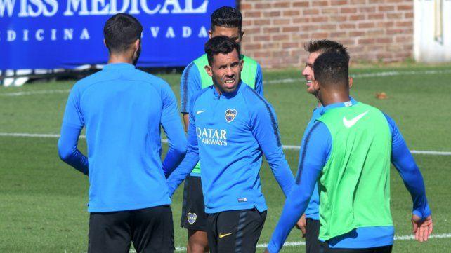 Sonríe. Tevez se mostró recuperado en la práctica de ayer y estaría desde el inicio.