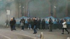 Los empleados mercantiles concentraron frente a la tienda Falabella, en Córdoba y Sarmiento.