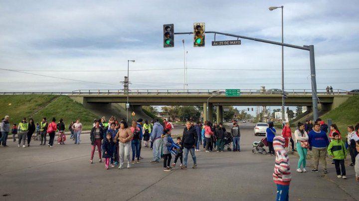 Comenzaron los cortes y las movilizaciones en el centro y en los accesos a Rosario
