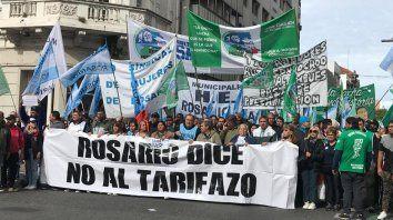 Los gremios marcharon por las calles céntricas hacia la Bolsa de Comercio, en Córdoba y Corrientes.