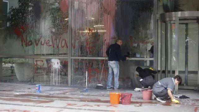 Veinte detenidos por ataques a bancos porteños