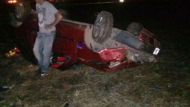 El vehículo quedó con las rudas para arriba.