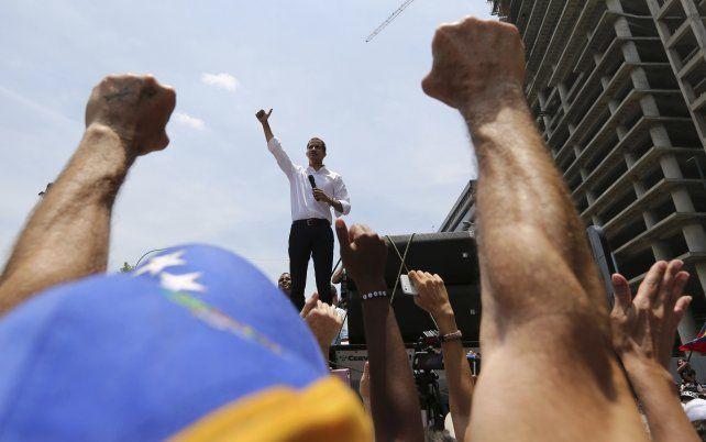 Guaidó reconoce que el apoyo militar no fue suficiente