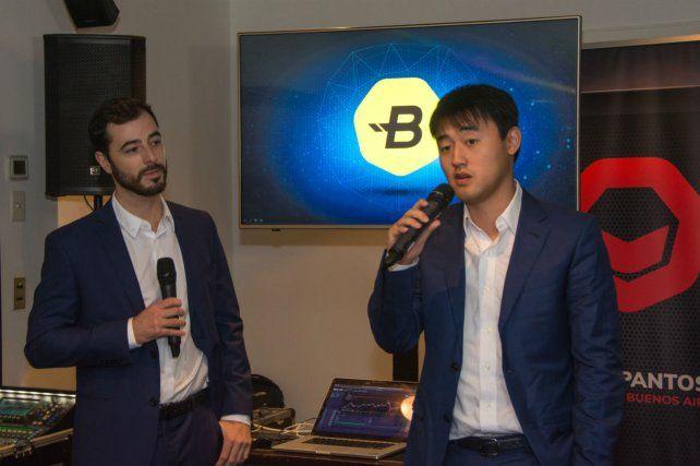 Kevin Bootz junto a Michael Wu durante la presentación.