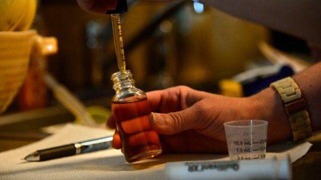En suba. Los aceites se utilizan para tratar reumas