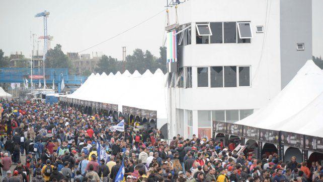 Impresionante. 50 mil personas coparon el Fangio y disfrutaron de la gran final del TC que ganó Matías Rossi (Ford).