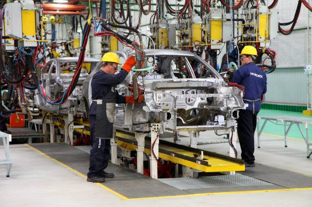 Automotrices: el gobierno sube reintegros para que exporten más