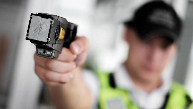 El gobierno habilitó el uso de pistolas taser para las fuerzas federales