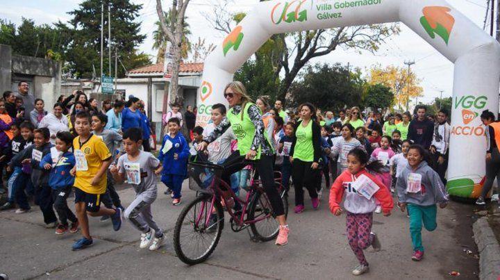 A toda energía. La escuela hizo un maratón en las calles que la circundan.