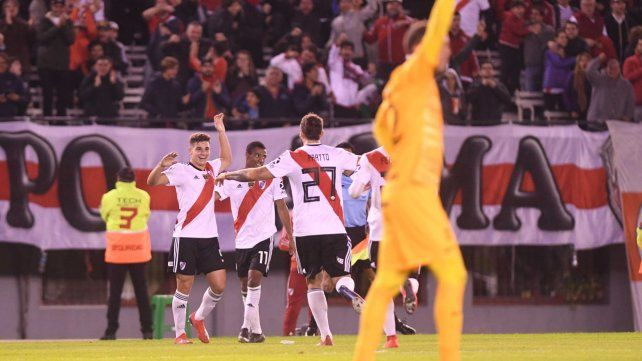 Goleadores. Ferreira celebra el primer gol y Pratto