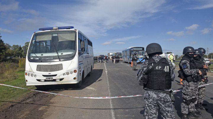 Arriesgada fuga de nueve presos de un micro penitenciario en plena ruta