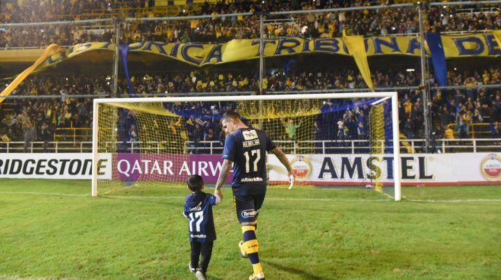 Los canallas ovacionaron a Germán Herrera por su retiro