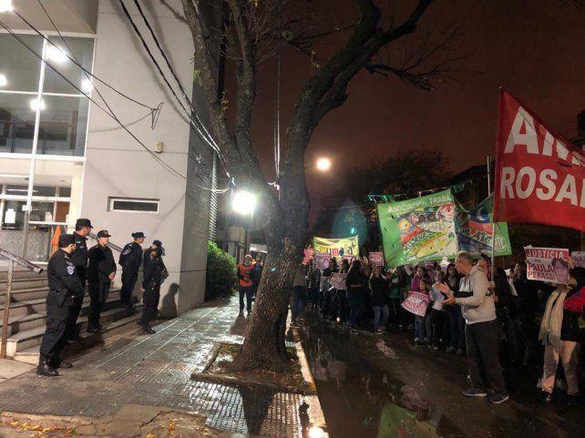 Masiva marcha para reclamar justicia por Paula Perassi en San Lorenzo