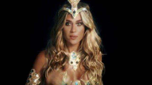 Jimena Barón presentó su nuevo tema, La Cobra, con un osado videoclip