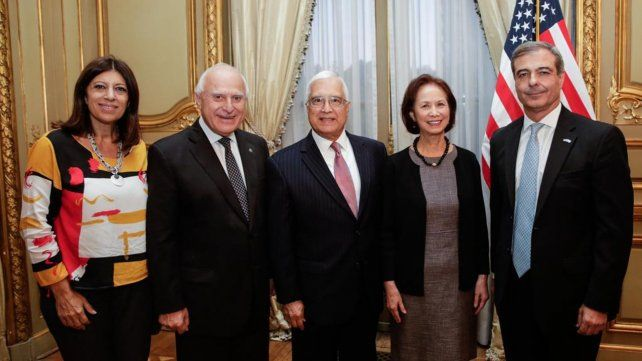 Vínculos. Lifschitz junto al embajador Padro (centro) y Sueiras.