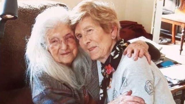 Una mujer se reencontró con su madre después de buscarla por más de sesenta años