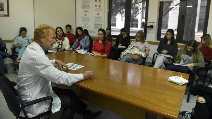 La esencia del acto médico es escuchar al paciente