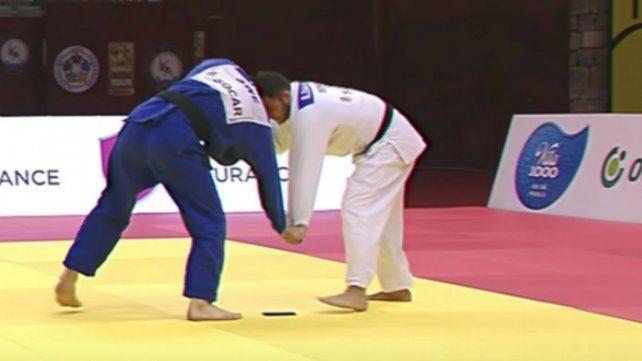 Descalifican a un judoca portugués al caérsele el teléfono en pleno combate