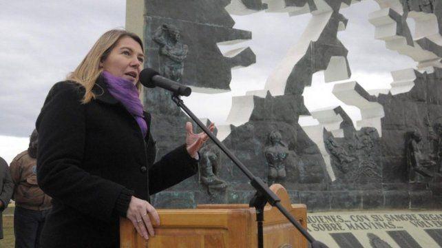 Rosana Bertone. La gobernadora presentará un proyecto para derogar el Acuerdo de Nueva York 1995.