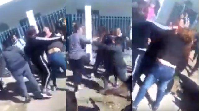 Batalla campal en la puerta de un jardín de infantes