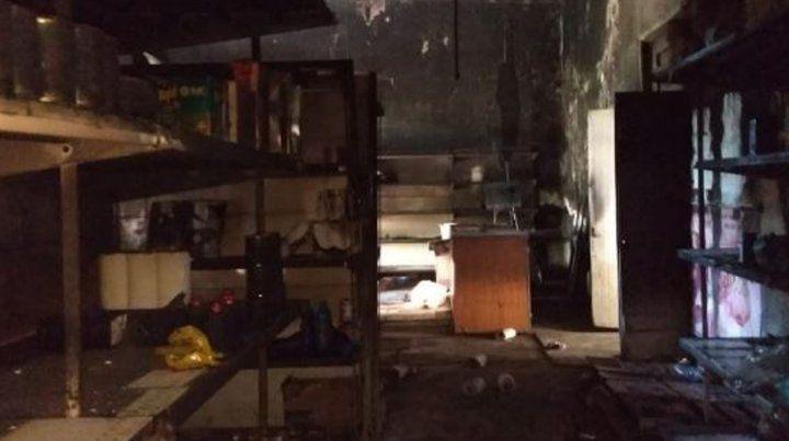 Roban, incendian y vandalizan un negocio en Fighiera