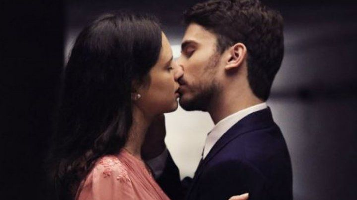 Cómo fue el beso entre Delfina Chaves y Albert Baró en ATAV