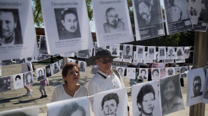 Un drama. Imágenes de personas que han desaparecido colocadas el domingo durante el Día de la Madre.