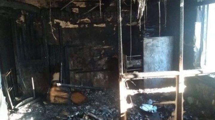 Robaron e incendiaron un almacén centenario en Fighiera