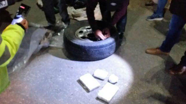 La droga viajaba dentro de una rueda de auxilio.