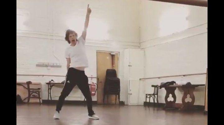 Mick Jagger reapareció bailando lleno de energía