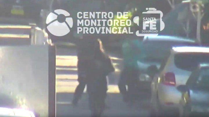 Robó, huyó, lo pescaron y quedó registrado en un video