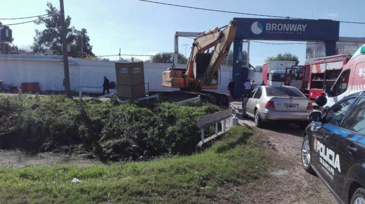 Un obrero quedó sepultado al derrumbarse un pozo donde trabajaba en una obra