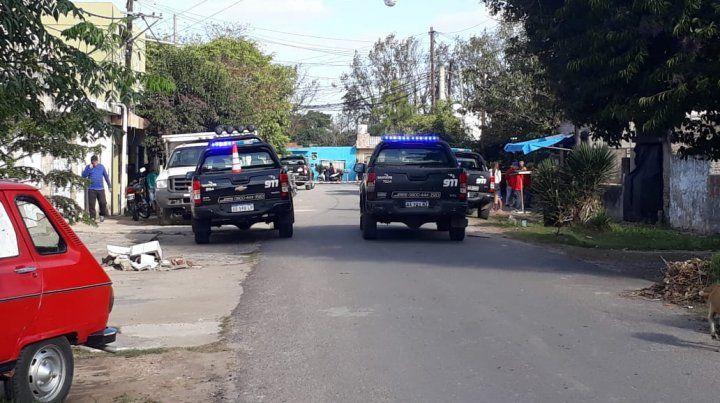El atacante se movilizaba en bicicleta y efectuó múltiples disparos contra las víctimas.