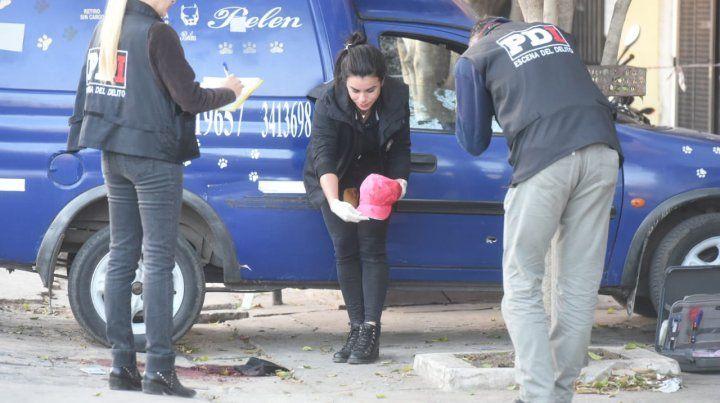 Los rastros del ataque a las dos dos víctimas en Melincué al 6600.