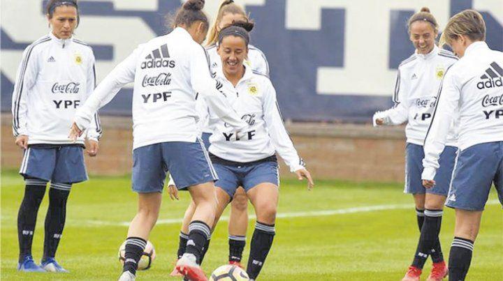 Fútbol femenino: Al final, las chicas se despedirán en San Luis