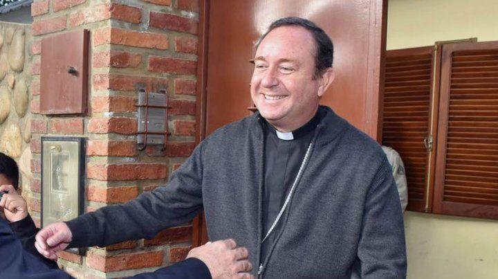 Citarían al ex obispo de Orán por abuso