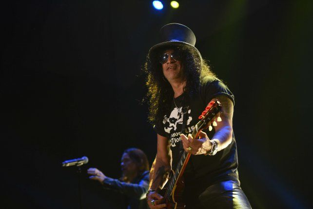 Slash, rutina de rock n rolly algunos chispazos