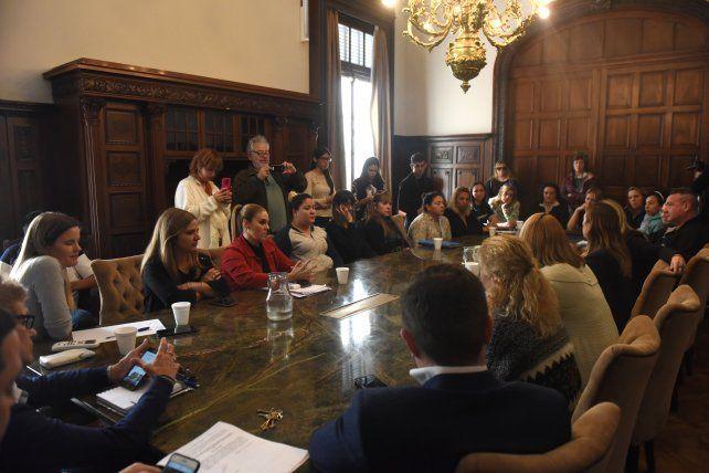 Quieren imponer sanciones a las firmas de colectivos que no incorporen mujeres