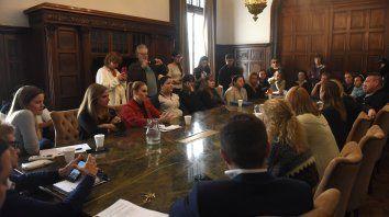 Piden sanciones a firmas de colectivos si no suman mujeres
