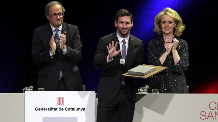 Lionel Messi fue homenajeado por el gobierno de Catalunya por sus valores