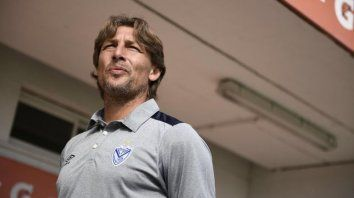 Vélez quedó eliminado y Heinze puede definir si viene a Newells