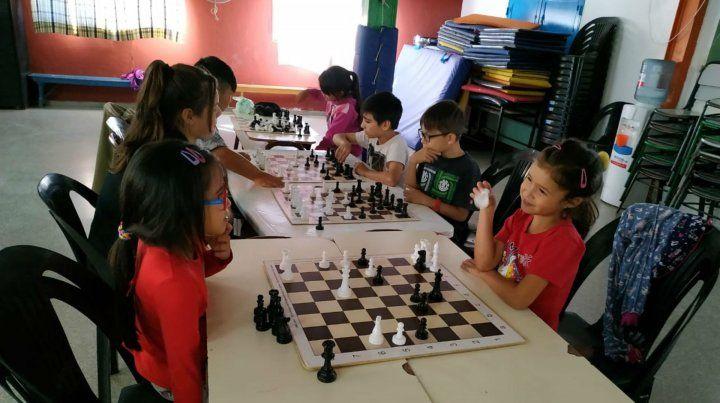 El ajedrez, el juego y un espacio para aprender a mirarse a los ojos