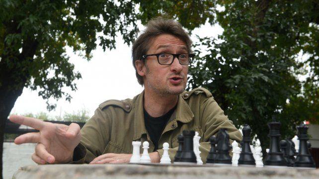 Los ajedrecistas estamos convencidos que si no pensamos nos piensan. Y eso se lo transmitimos a los chicos