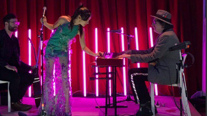Brenda Asnicar se dio el lujo de cantar con Charly García en la presentación de su primer disco