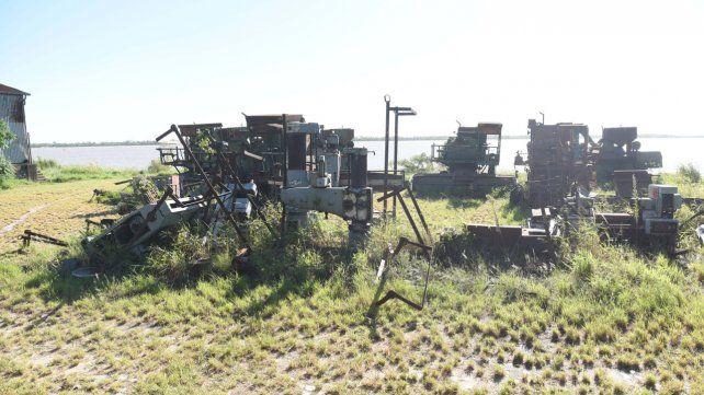 Destrozadas y oxidadas. Viejas máquinas asoman en el sector traspasado a Bolivia en la franja céntrica de la costa. El aspecto es de abandono.