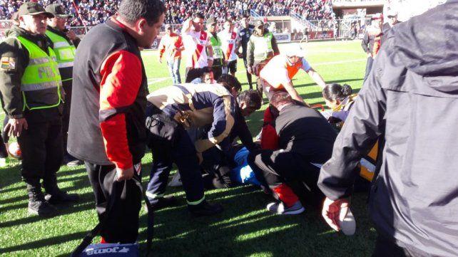 Un árbitro boliviano murió tras sufrir un paro cardíaco mientras dirigía