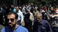 Vida diaria. La salida de las oraciones islámicas en Teherán.
