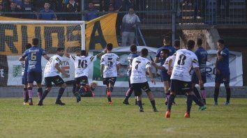 Tiro libre y gol. Figueroa abrió el marcador para los villenses.