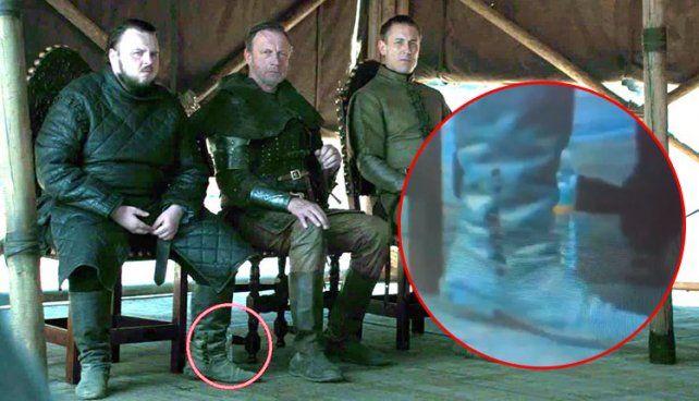 La botella apenas se ve detrás de la bota de Sam en una de las escenas culminantes del final de GOT.